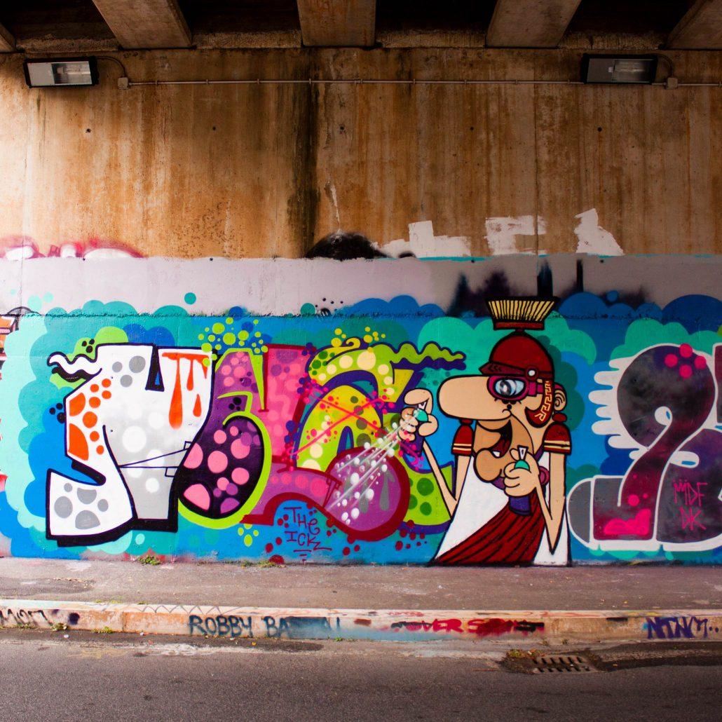 graffito con esplosione di colori