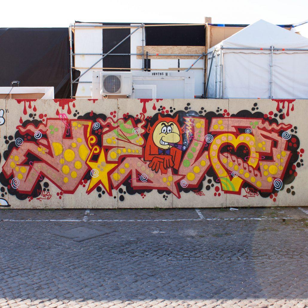 graffito su pannello a roma