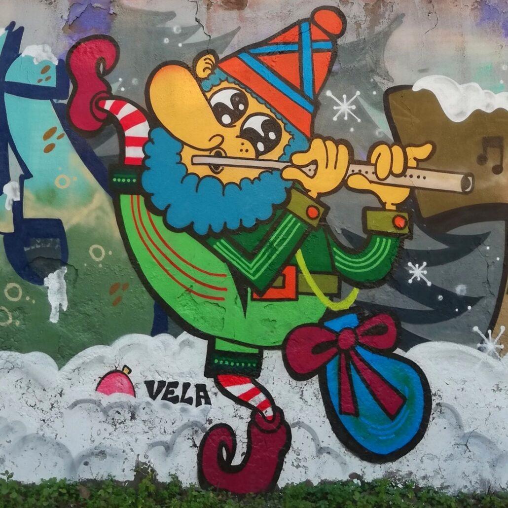 elfo natalizio roma graffiti street art