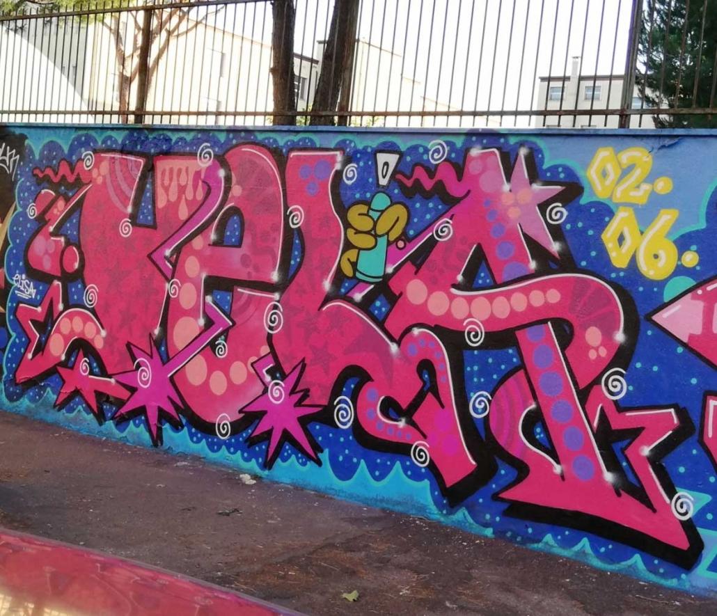 pink graffito roma